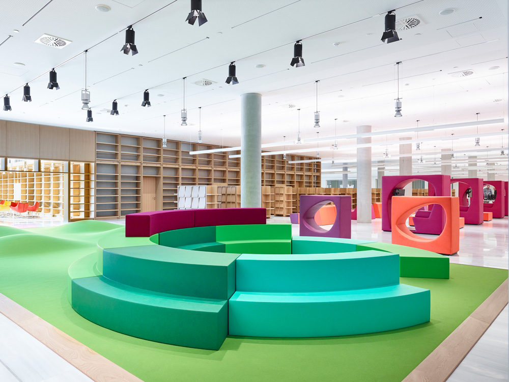 QandM_Customize shape office furniture